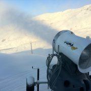 Puma i aksjon i alpinanlegg. Snøproduksjon.