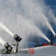 PoleCat installert på tårn i alpinbakken. Snøproduksjon på høyt nivå.